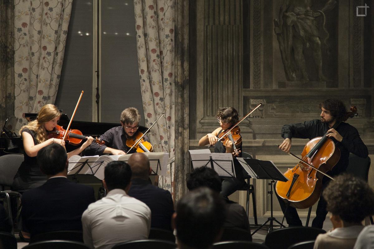 Concerto di violini in biblioteca