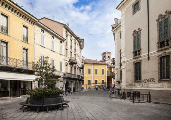 Corso Giuseppe Garibaldi Rotonda con Panchine
