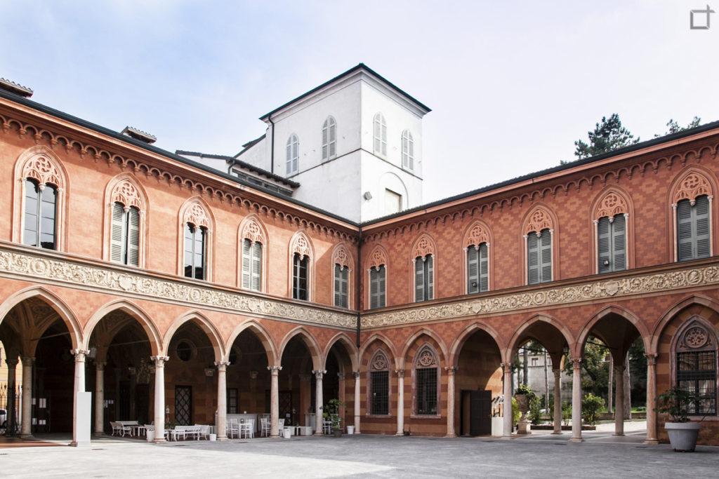 Corte e Portici Palazzo Trecchi