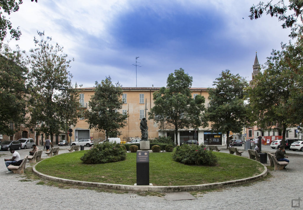 Cremona Piazza Lodi Statua di Claudio Monteverdi