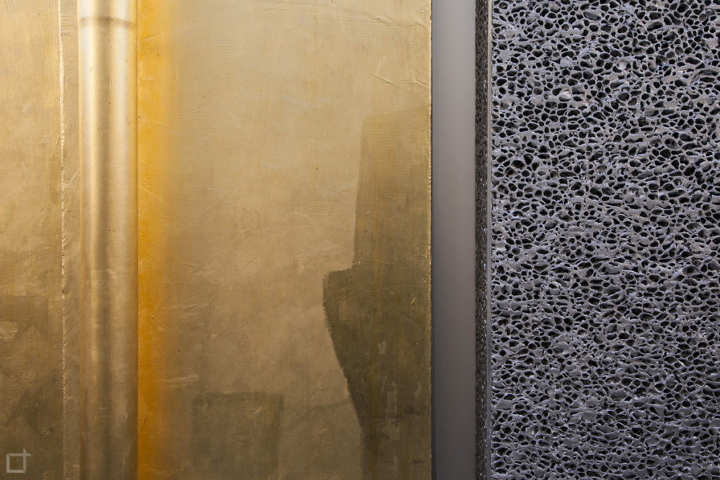 Dettaglio della Facciata del Podium e della Haunted House in Foglia di oro