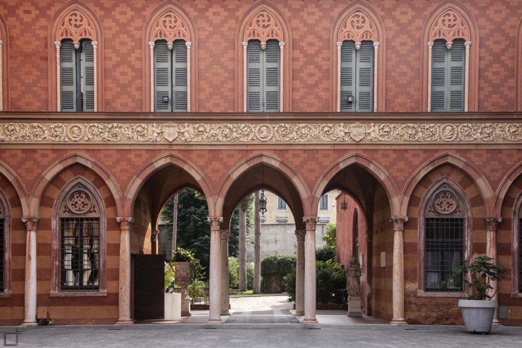 Facciata della Corte di Palazzo Trecchi a Cremona