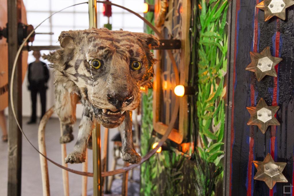 Giostra con Tigre Installazione Artistica Fondazione Prada