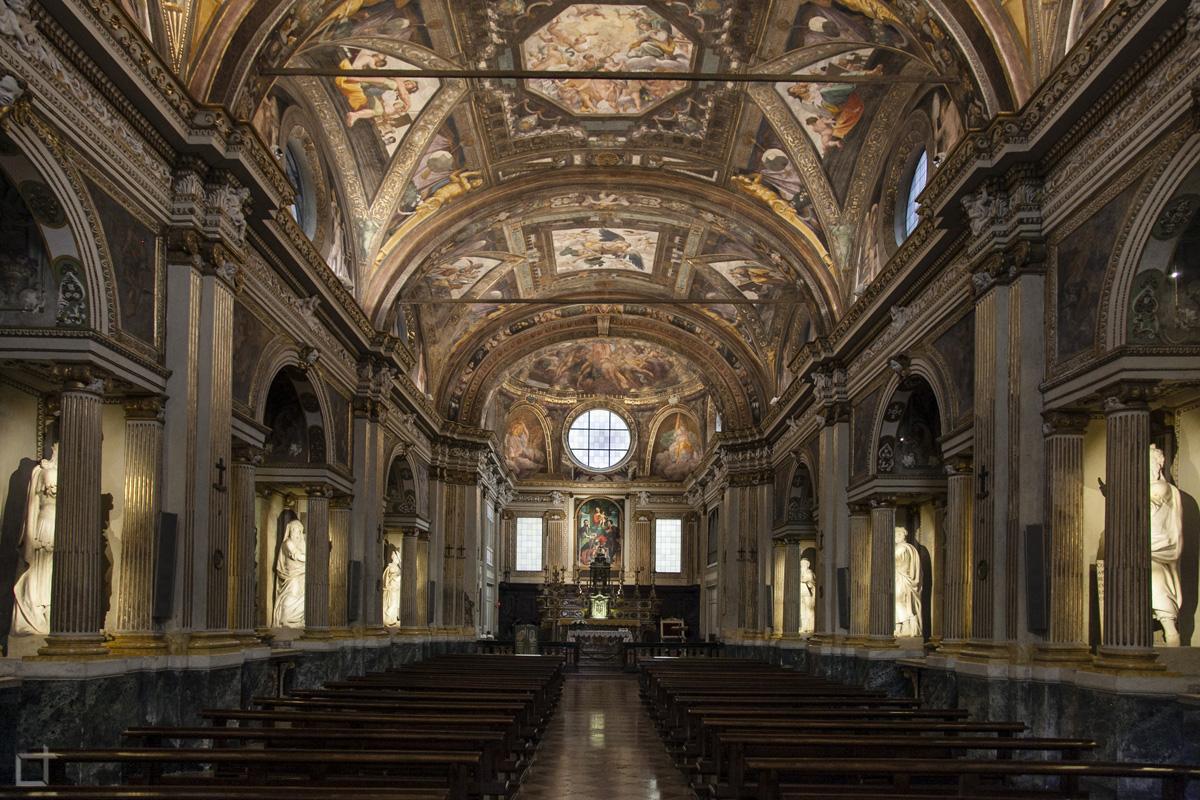 Interni chiesa decorata di sant abbondio Cremona