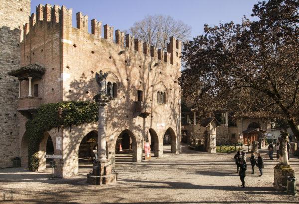 Palazzo dell Istituzione Grazzano Visconti