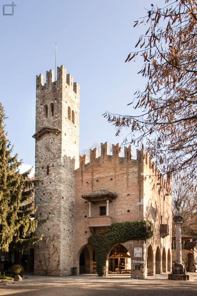 Palazzo della istituzione e torre campanaria