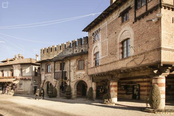 Passeggiata nel borgo medievale Grazzano Visconti