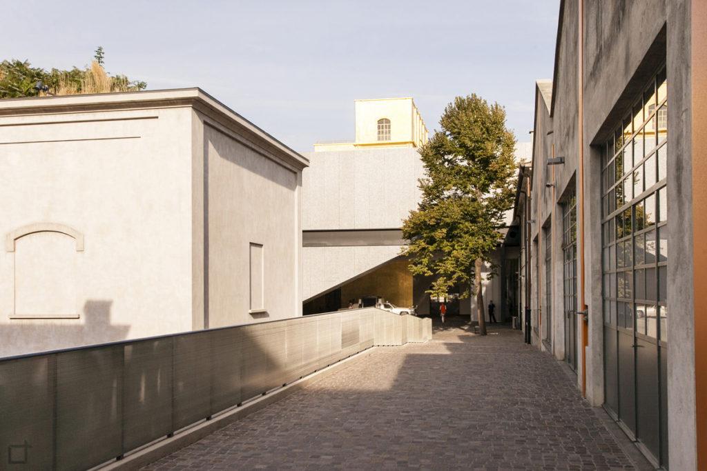 Passeggiata per Ex Distilleria Societa Italiana Spiriti