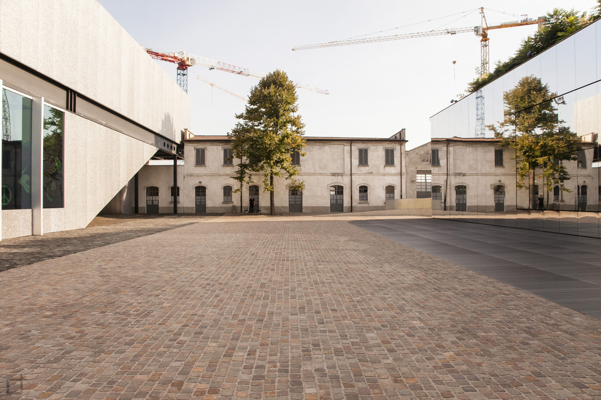 Piazzetta Fondazione Prada - Podium Galleria Sud e Cinema