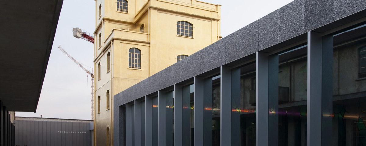 Podium e Accesso all Haunted House di Fondazione Prada Milano