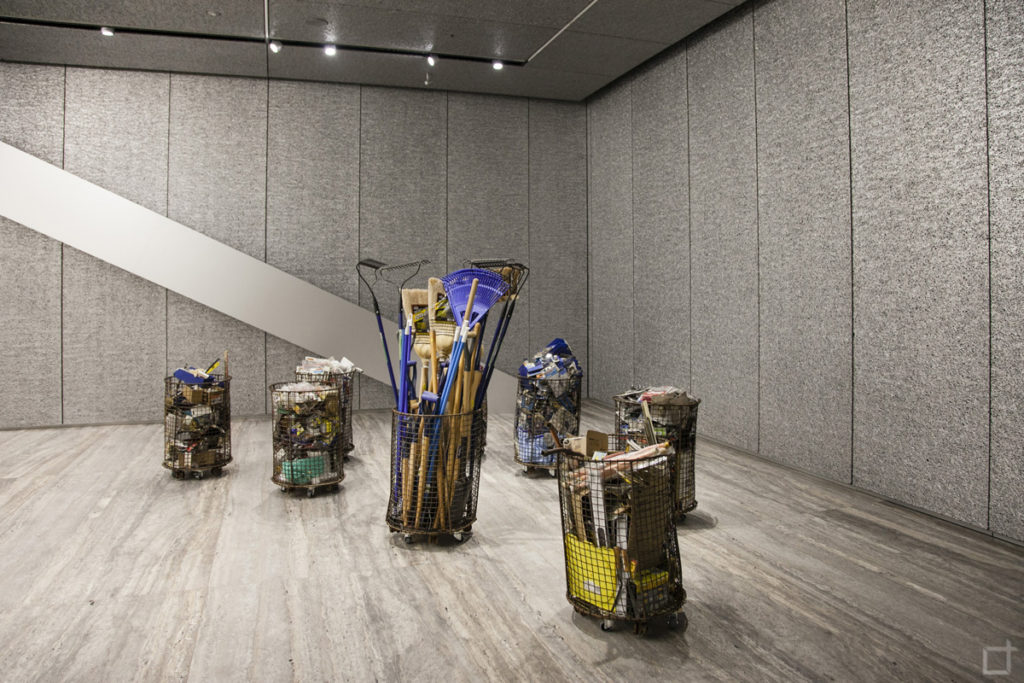 True Value - Theaster Gates Attrezzi e bidoni