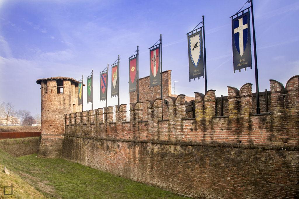 Castello Visconteo di Legnano - Bandiere e merletti