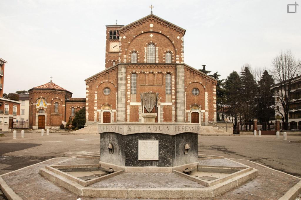Chiesa del Santissimo Redentore con Pozzo e Battistero