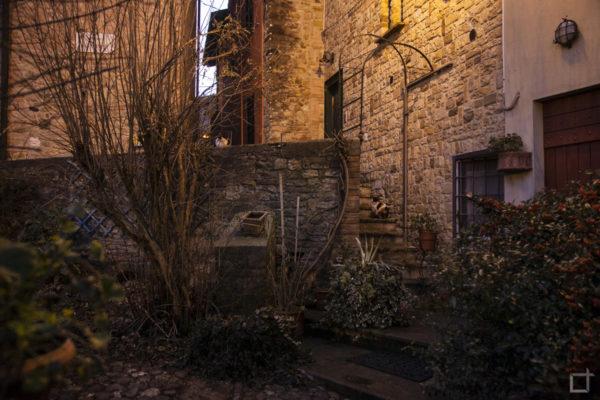 Mura e Vegetazione nel Centro Medievale