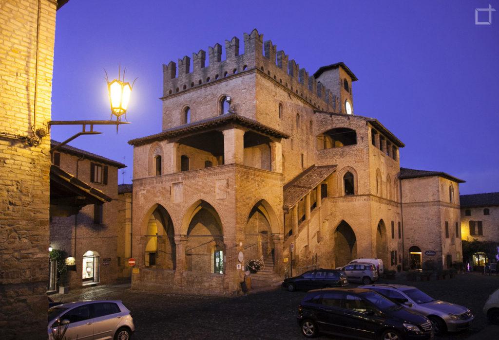 Palazzo del Podestà di Sera