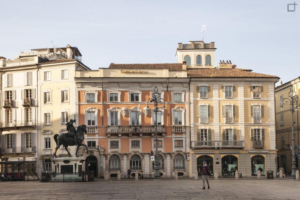 Piazza Cavalli Piacenza - Statua Cavalli e Case