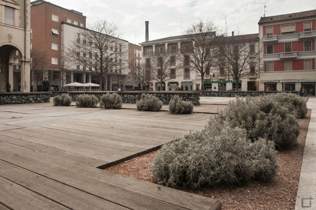 Piazza San Magno Sedute nel centro di Legnano