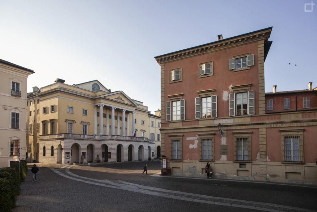 Piazza Sant'Antonino e Teatro Municipale