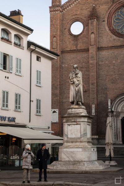 Statua Gian Domenico Romagnosi davanti a San Francesco