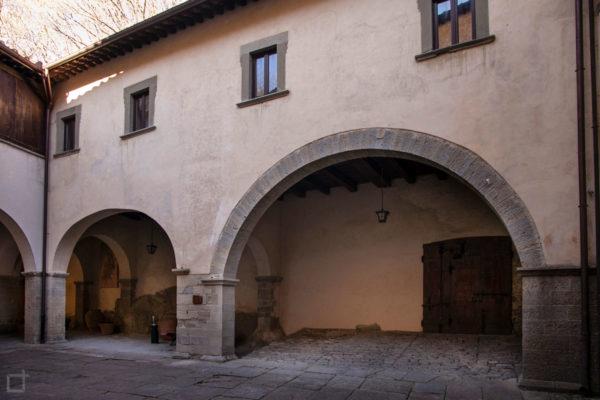 Archi e Portici a La Verna