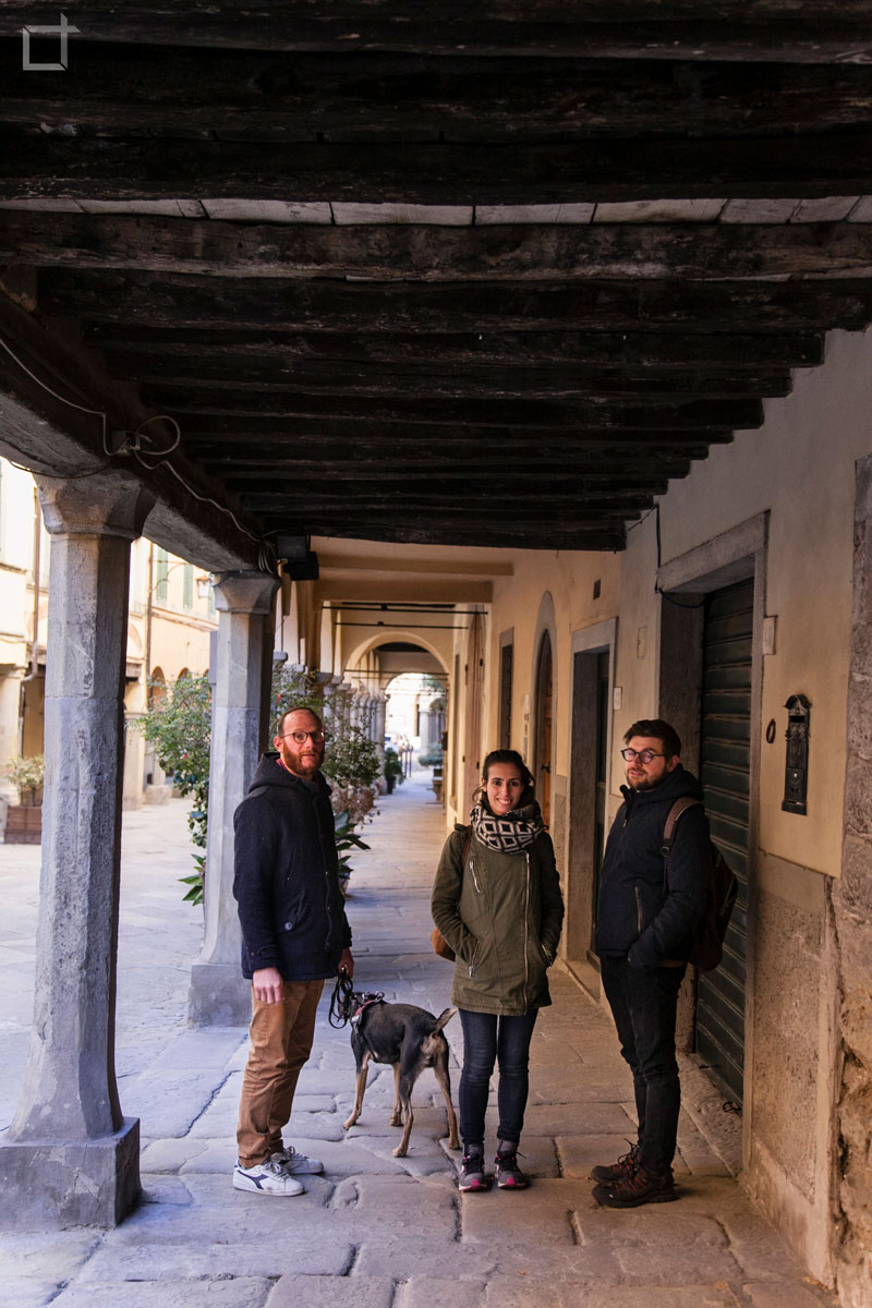 Francesco Grover Valentina e Stefano sotto i Porticati di Poppi