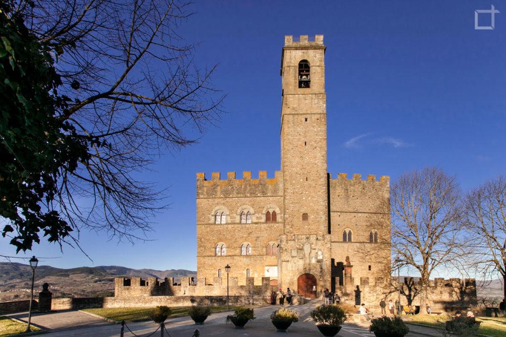 Poppi - Piazza della Repubblica - Castello dei Conti Guidi