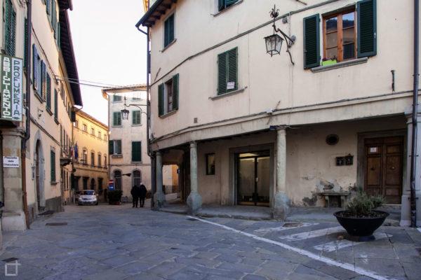 Poppi Porticati in Piazzetta delle Chiacchiere