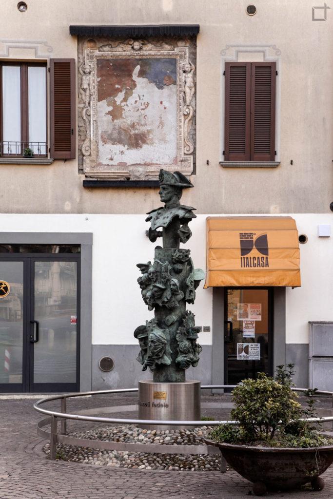 Statua Piazzale Barzaghi