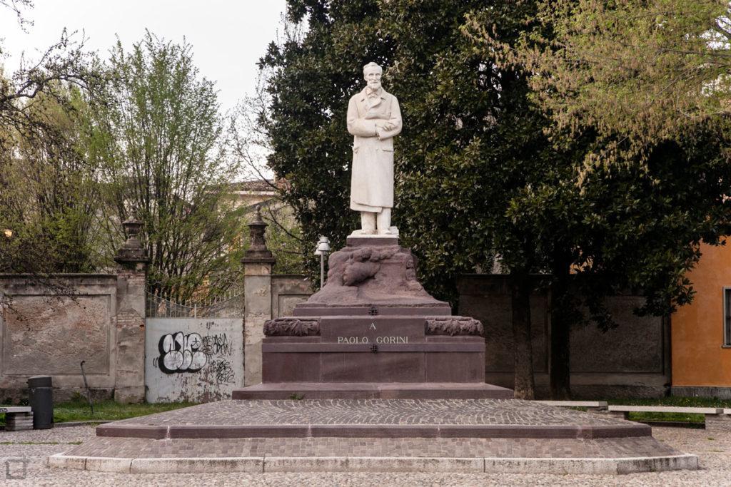 Statua a Paolo Gorini