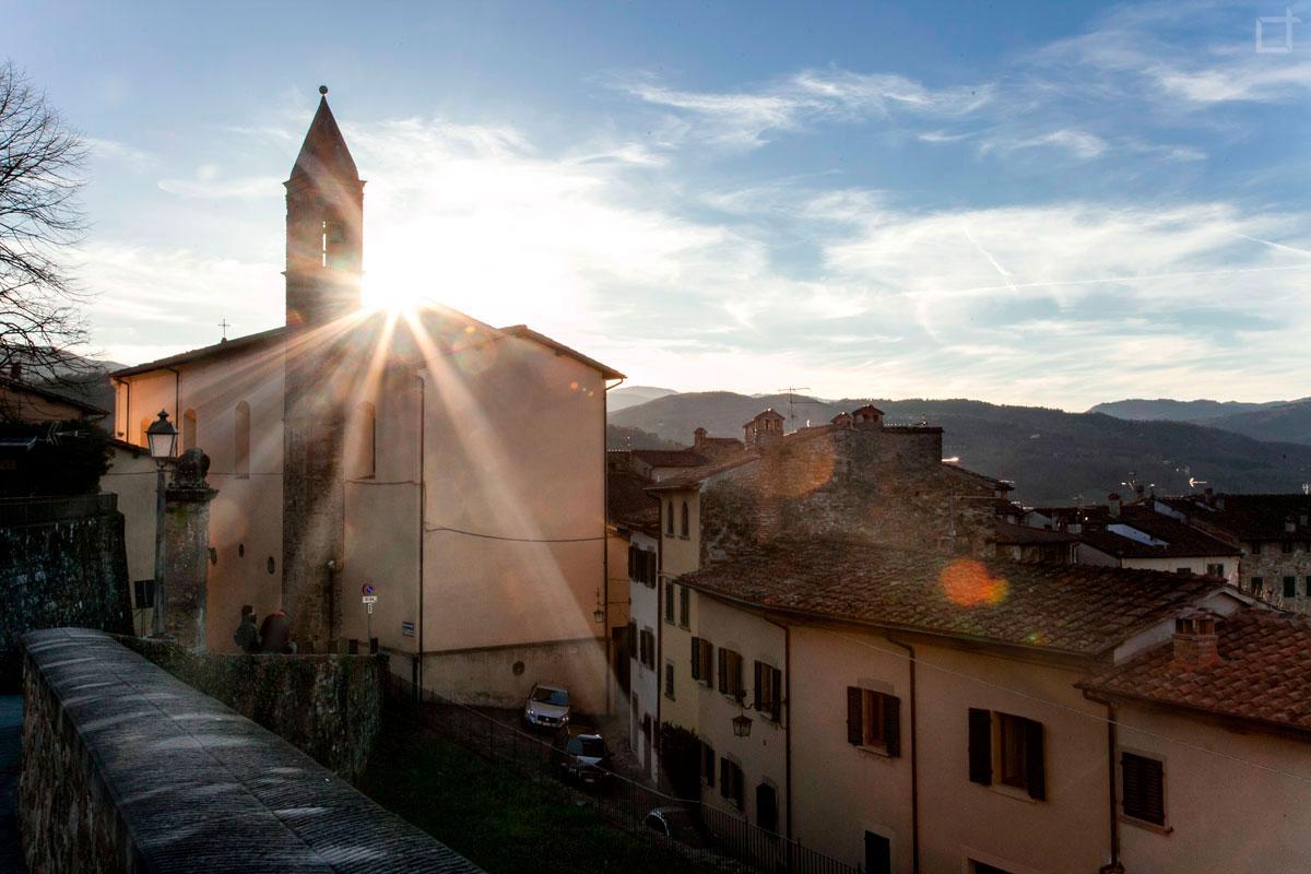 tramonto su Poppi Chiesa di San Fedele