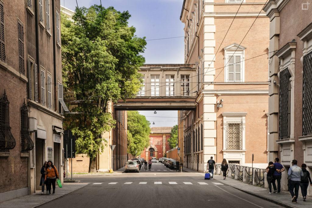 Modena Palazzo Ducale con Passaggio pedonale
