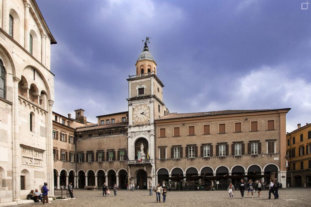 Palazzo Comunale - 1046 con Torre Civica a Modena