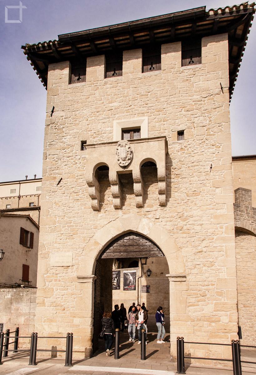 San marino la repubblica del monte titano lorenzo taccioli - Porta del titano softair ...