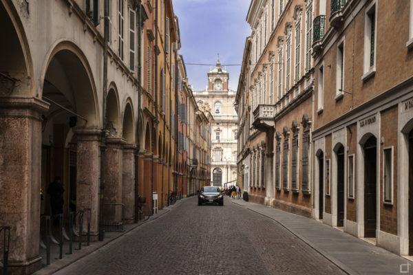 Portici di Via Luigi Carlo Farini con Palazzo Ducale