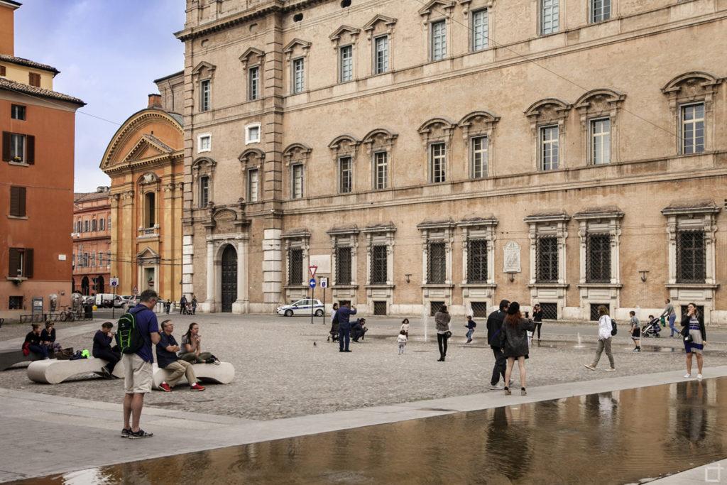 Scorcio di Piazza Roma con Fontana