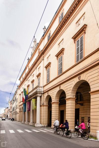 Via del Teatro - Teatro Comunale Luciano Pavarotti