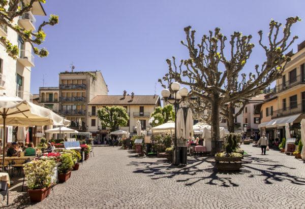Cosa Vedere sul Lago Maggiore - Stresa - Piazza Cadorna Alberi e ristorantini