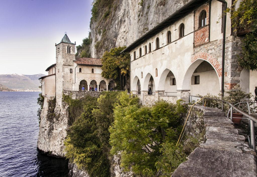 Eremo di Santa Caterina del Sasso - Lago Maggiore Tour Trenord