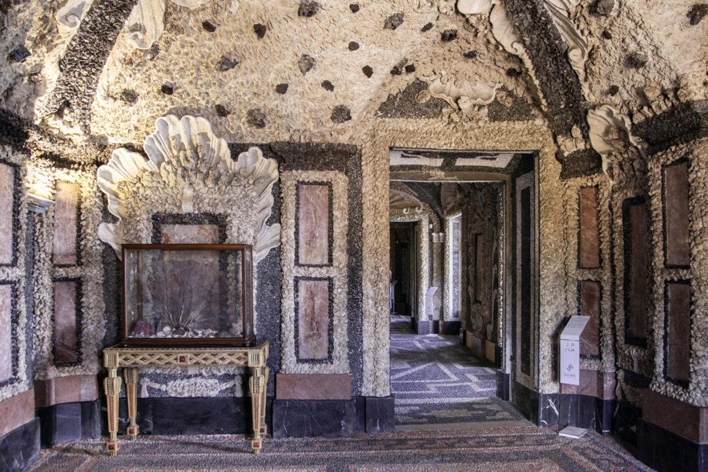 Grotte decorate in Palazzo Borromeo
