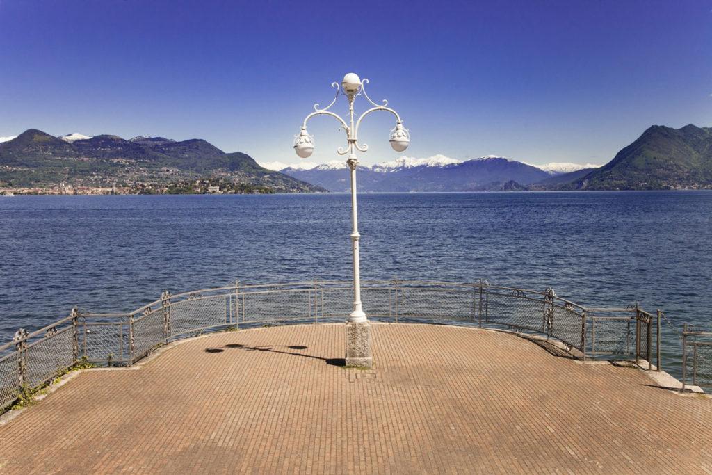 Lampione e Affaccio sul lago Maggiore