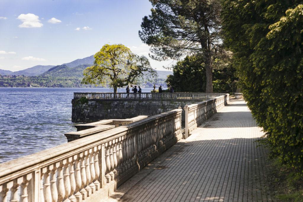 Lungolago Passeggiata sul lago Maggiore