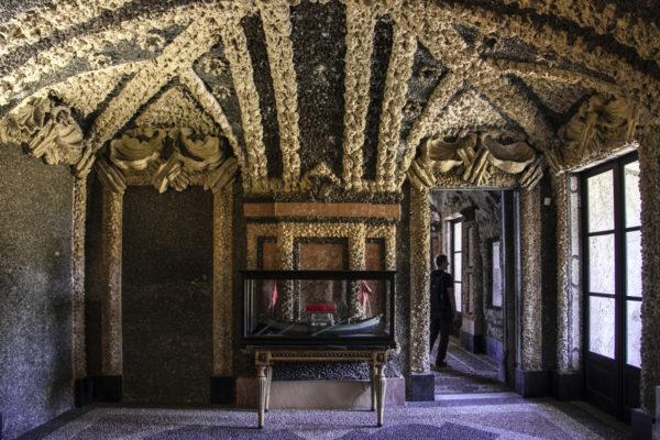 Piano Inferiore di Palazzo di Isola Bella con Conchiglie e Pietre