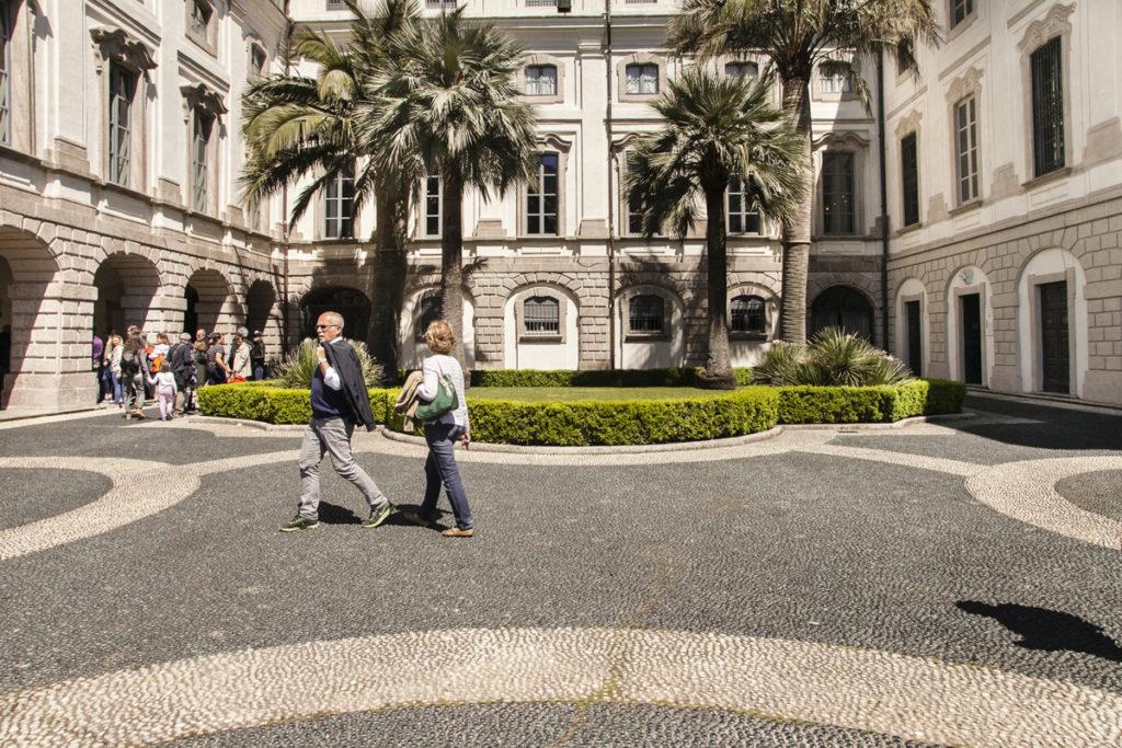 Piazza - Ingresso Palazzo Borromeo