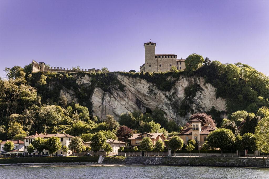 Rocca di Angera a Strapiombo sul lago Maggiore