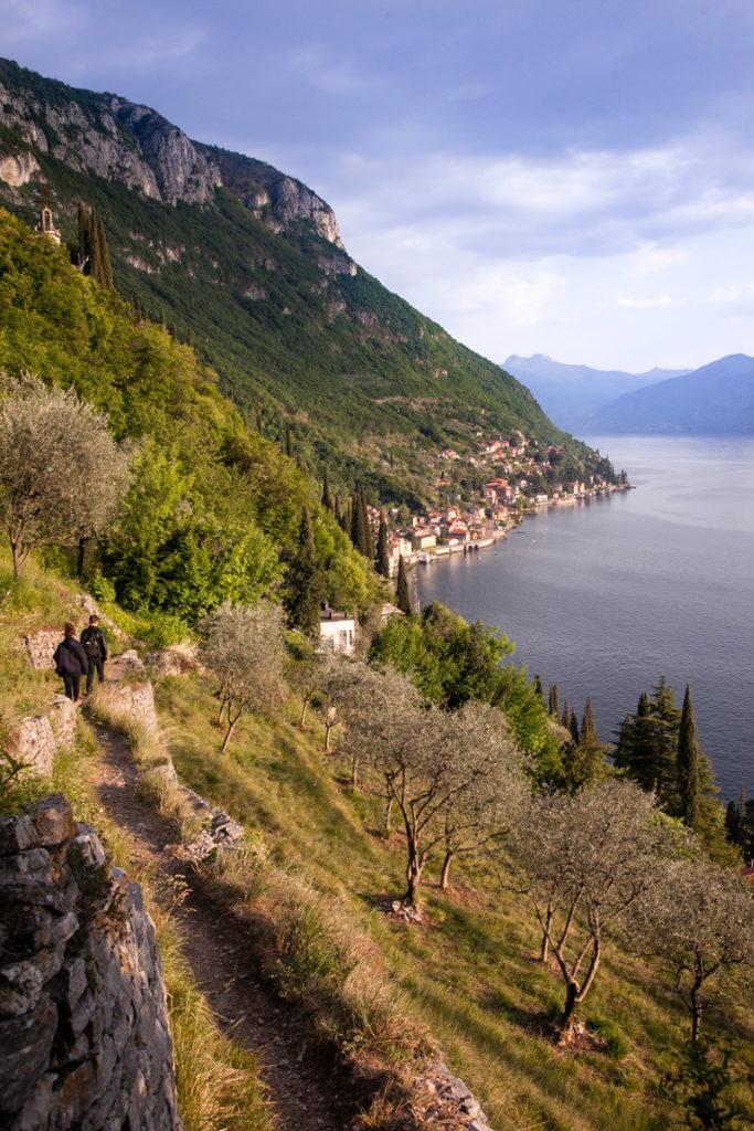 Discesa verso Varenna dal Castello - Lecco Lombardia