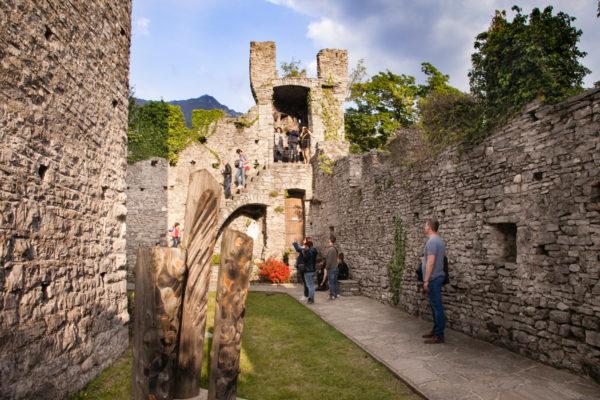Interni del rudere del Castello di Vezio - Lago di Como