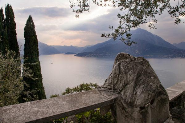 Le Statue di Fantasmi sul Lago di Como