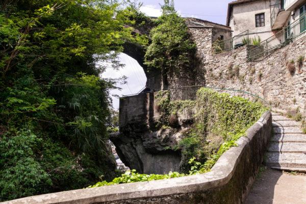 Passeggiata nel canyon del Lago di Como