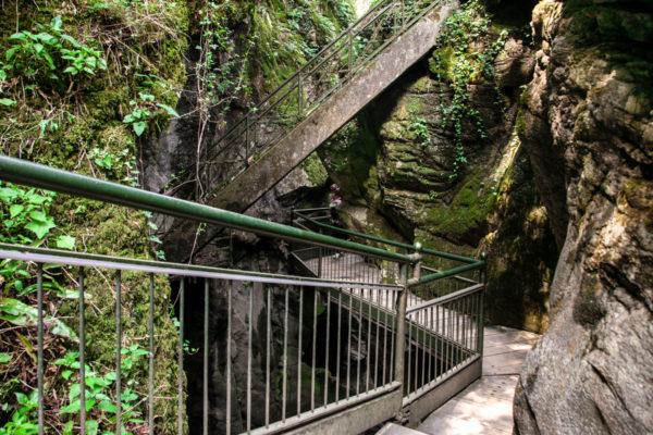 Passerelle di legno e ponti in cemento