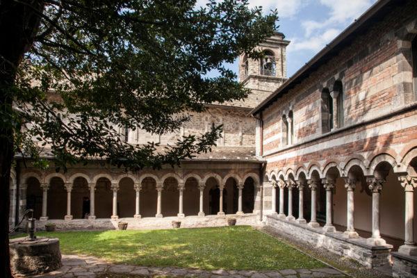 Portici e Campanile - Chiostro Abbazia Cistercense di Piona